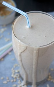 Peanut Butter Banana Oatmeal Smoothie, photo from thekitchenpaper.com